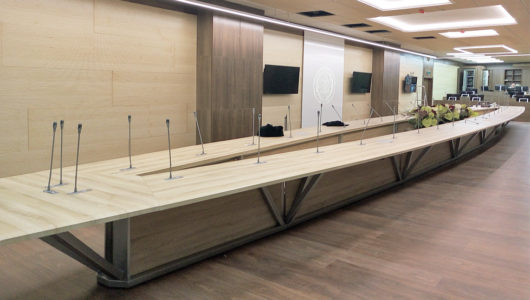 Стол для переговорной в Политехническом университете в СПб
